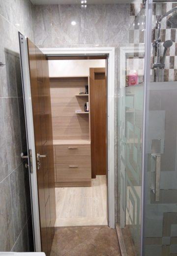Отворена водоустойчива врата за баня от две части - алуминии и външна MDF половинка
