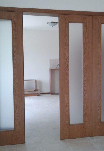 Четирикрила интериорна портална врата с едно отворено крило