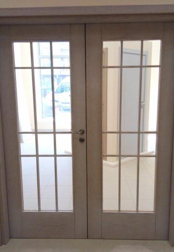 Интериорна портална врата с две крила и остъкление