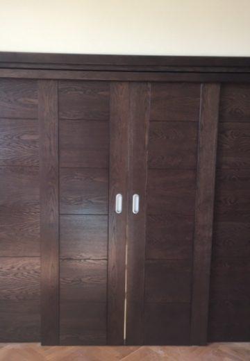 Плъзгаща врата с каса - 4 крила и сиви дръжки