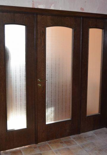 Трикрила портална врата с дизайнерско остъкление и едно отваряеми крило