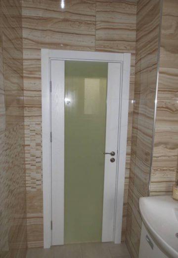 Стандартна врата за баня от MDF с декоративно остъкление