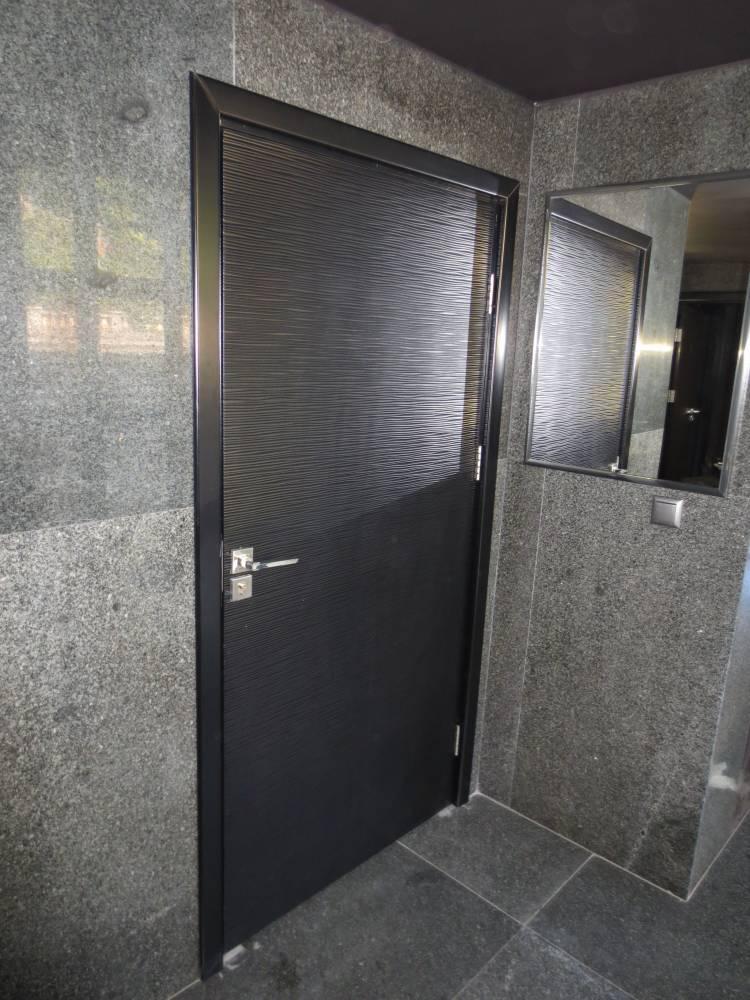 Широка врата за баня с остъкление