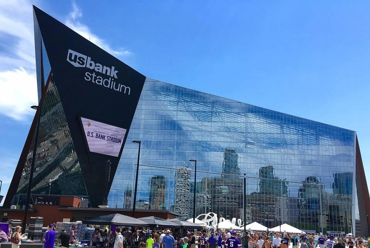 US Bank Stadium със затворени стъклени врати