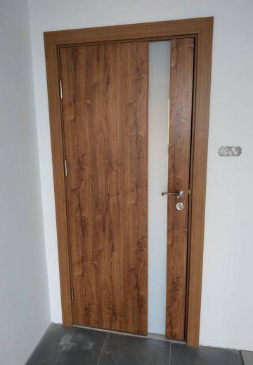 остъклена интериорна врата от ламиниран МДФ