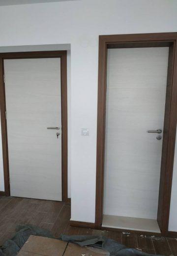 Стъклени интериорни врати с матово остъкление